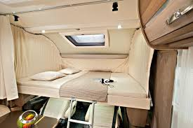 Großes Hubbett im Adria Sonic Reisemobil