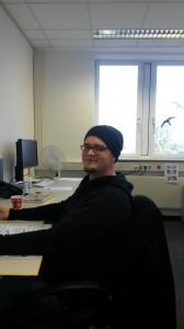 Reimo reisemobil-Center Azubi Thorsten H. bei seiner aktuellen Beschäftigung im Katalogbüro