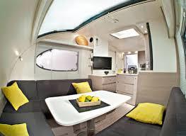 Kompakter Wohnwagen Adria Action mit ca. 4m Länge und 2m Breite