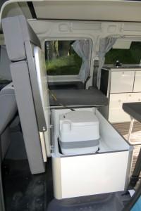 Staubox im Caddy Camp Maxi von reimo