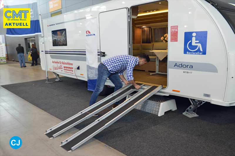 Adria Wohnwagen umgebaut für Rollstuhlfahrer und Menschen mit handicap